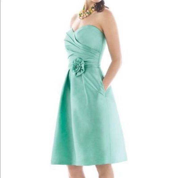 NWT Alfred Sung bridesmaid dress style D498